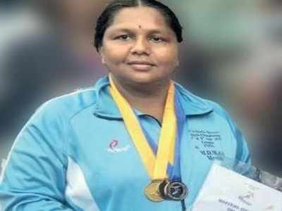 Rekha won 2 gold and a silver in the Master Athletic Meet held in Colombo recently